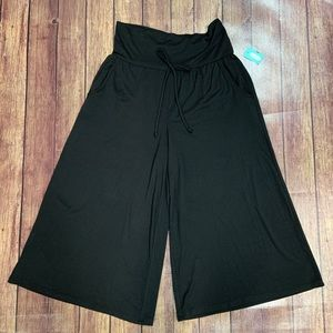 NWT Maurices Flowy Capris